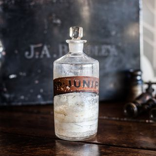 Decor Objects Chemist Bottle SP. Junip.c-4